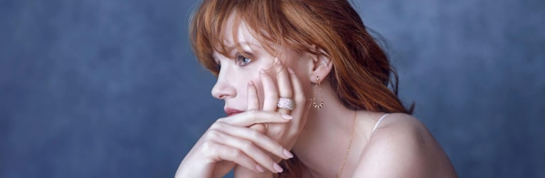 Jessica Chastain wearing a diamond ring and rose gold diamond earrings