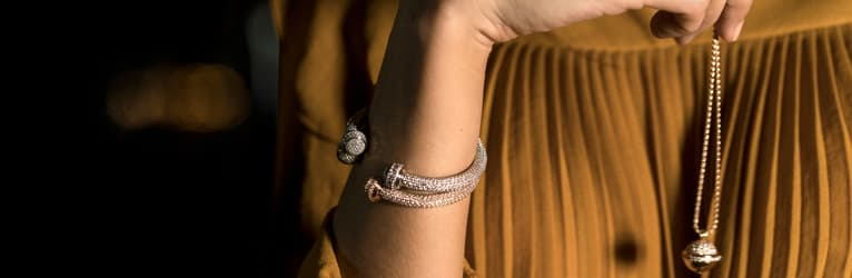 Brazaletes abiertos y colgantes Piaget Possession con diamantes