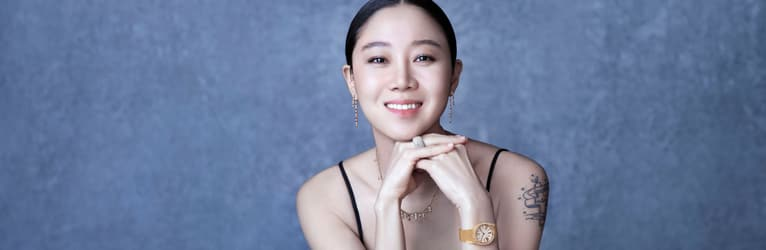 Kong Hyo-Jin matching rose gold diamond earrings with a rose gold diamond necklace