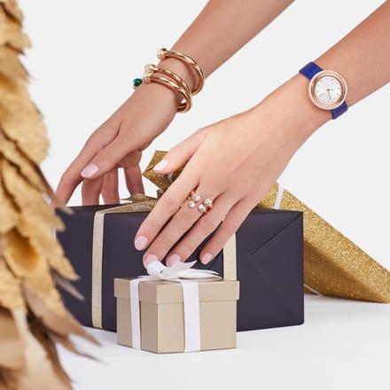 Bracelets ouverts en or et montre de luxe Piaget