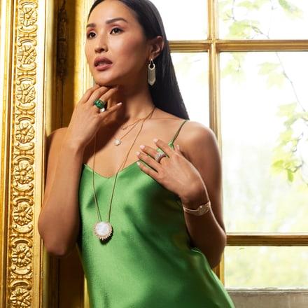 Nicole Warne arborant des bijoux de luxe Piaget Sunlight