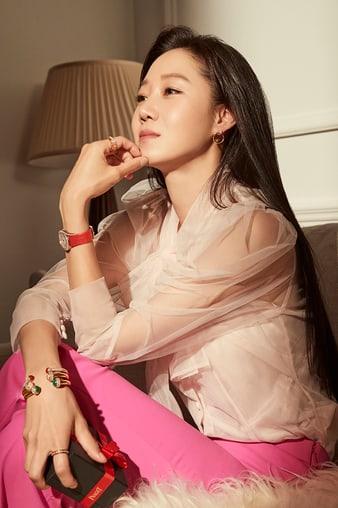 Kong Hyo-Jin wears Piaget gold bangle bracelets and rose gold watch