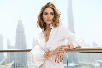 Olivia Palermo porte des bijoux et une montre Piaget Possession