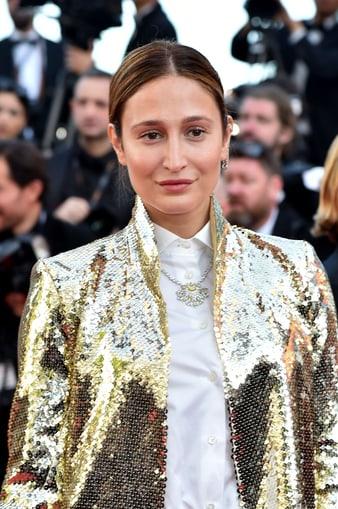 Siran Manoukian luce un exquisito collar de oro blanco y diamantes Piaget.