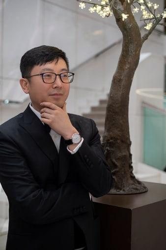 피아제 알티플라노 화이트 골드 다이아몬드 시계를 착용한 영화 감독 디아오 이난(Diao Yinan)