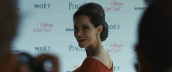 Emily Hampshire luce pendientes Piaget Rosa de Alta Joyería