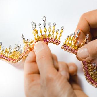 珍貴寶石和鑽石項鍊