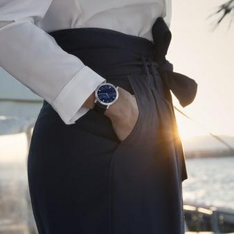 다이아몬드가 세팅된 여성용 럭셔리 시계