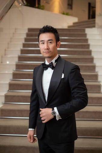 배우 치 다오(Qi Dao)는 알티플라노 울트라-씬 시계를 착용하였습니다.