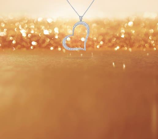 قلادة بياجيه من الماس على شكل قلب