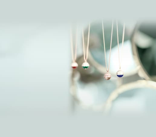 Pendentifs en or rose et diamants