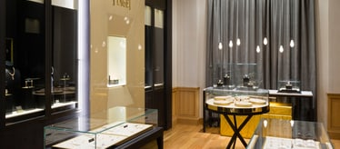 Piaget women luxury watch boutique in Dubai